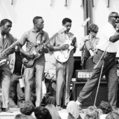 Howlin\' Wolf at Newport, July 1966: from left: Sam, Jones, Andrew McMahon, Hubert Sumlin, and Howlin\' Wolf (Chester Arthur Burnett).