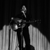 Bob Dylan performs at Pete Seeger\'s Carnegie Hall Hootenany on September 22, 1962